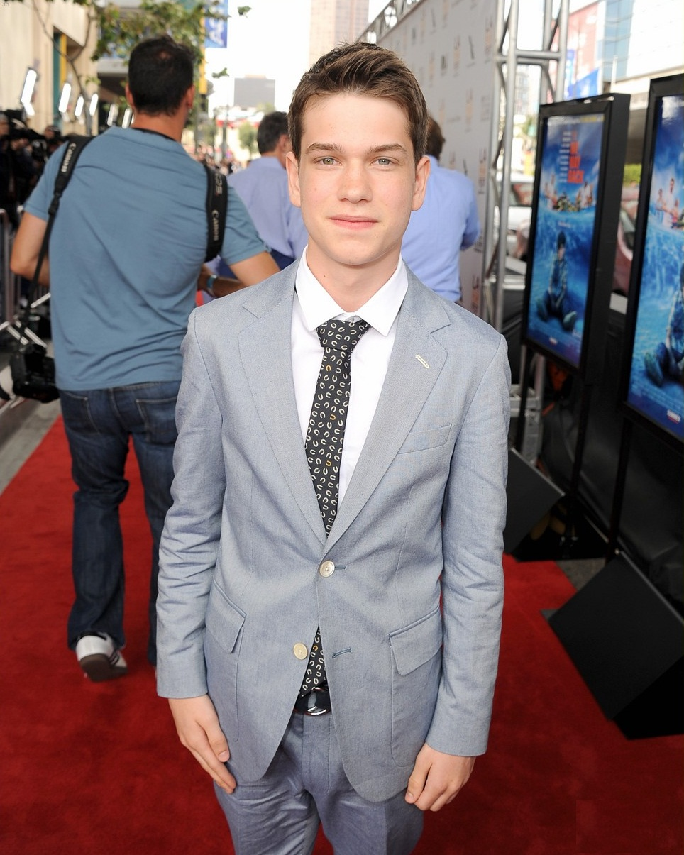 Liam James Height, Age, Family, Girlfriend, Net Worth ...
