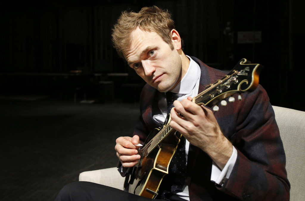 Chris-Thile-Pictures